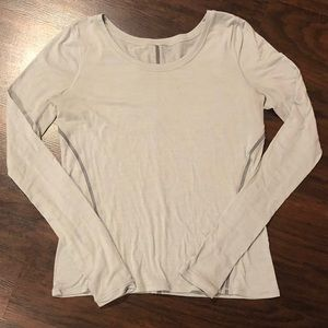 Lululemon Long Sleeve Gray Shirt